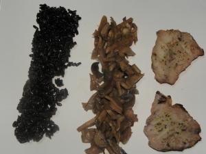 orez negru cu peste , bambus si ciuperci